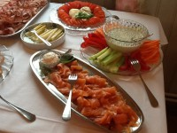 Auch Lachs und andere Köstlichkeiten sind am Brunch vorhanden.