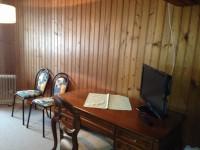 Einige Zimmer sind mit Fernseher ausgestattet.