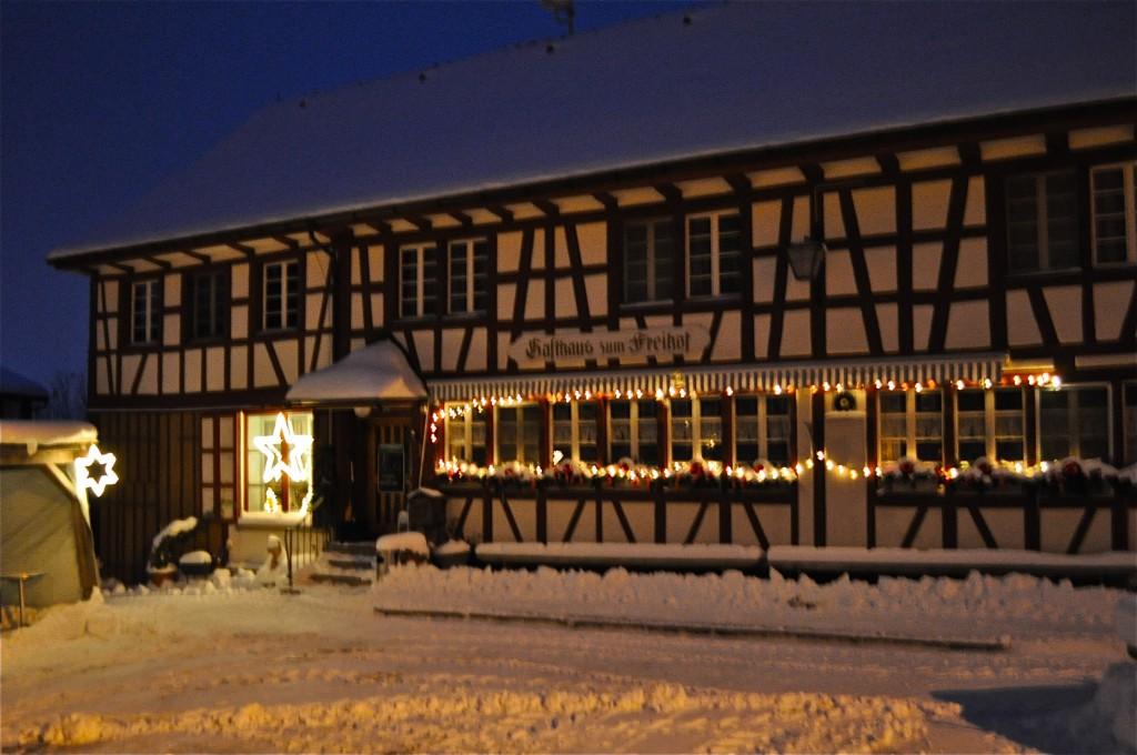 Das Gasthaus zum Freihof in Schmidrüti, im Winter